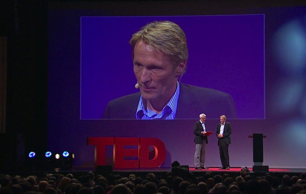 Hubertus Knabe unternimmt in diesem TED Talk eine Tour durch die dunkle Welt des ostdeutschen Staatssicherheitsdienstes, der Stasi.