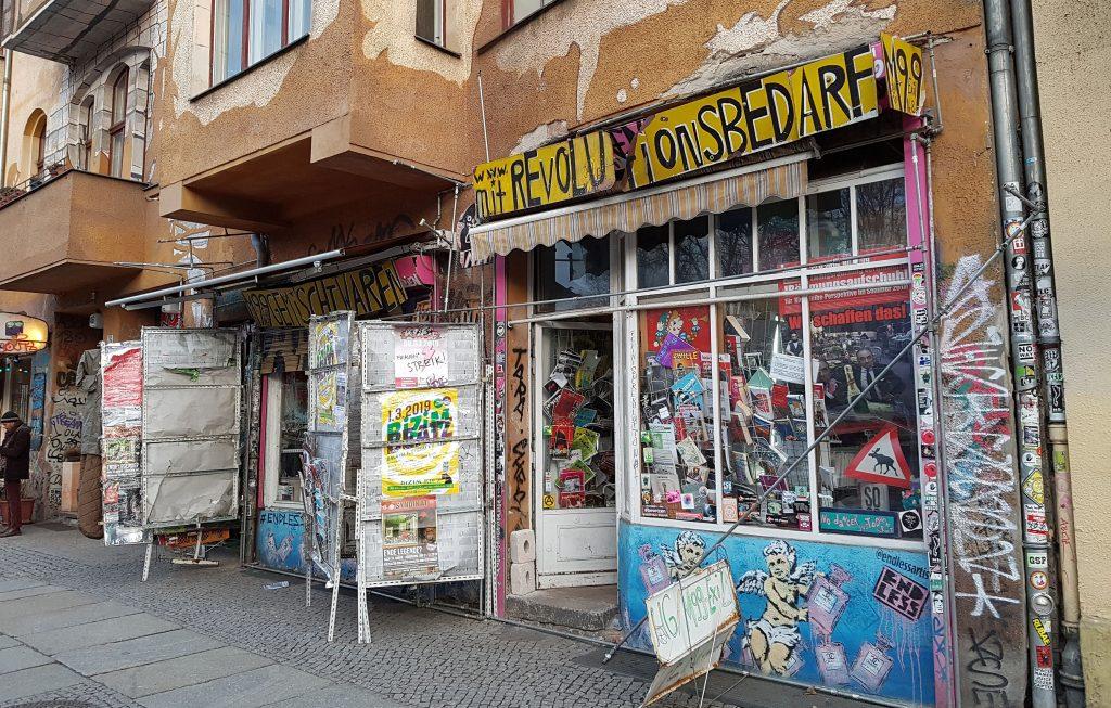 """Umstrittener Laden für """"Revolutionsbedarf"""" in Berlin"""