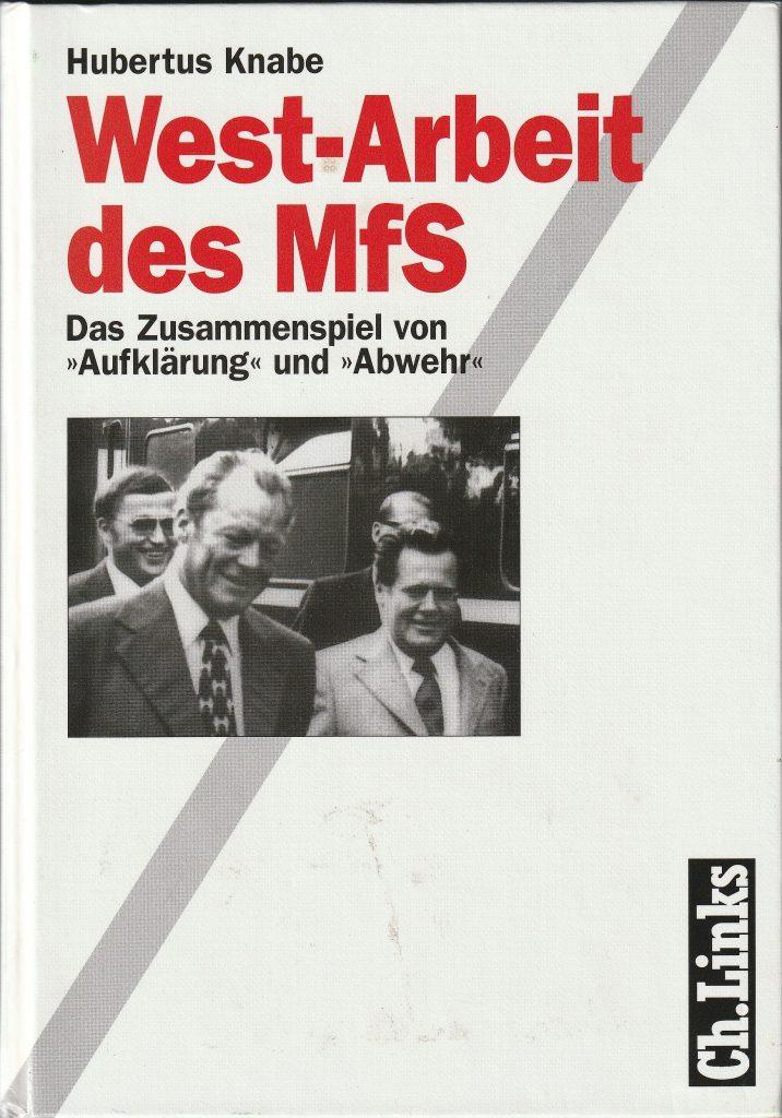 """Die West-Arbeit des DDR-Staatssicherheitsdienstes ging weit über die """"klassische"""" Spionage hinaus. Das Ministerium für Staatssicherheit (MfS) begnügte sich nämlich nicht mit der passiven Beschaffung von Informationen und einer intensiven Wirtschafts- und Technologiespionage. Der SED ging es vielmehr um die gezielte Nutzung der gewonnenen Informationen zur aktiven Einflussnahme auf die Politik des Westens - und zur """"Abwehr"""" innerer und äußerer Kritiker. Der Band enthält zahlreiche Schlüsseldokumente zur West-Arbeit des MfS."""