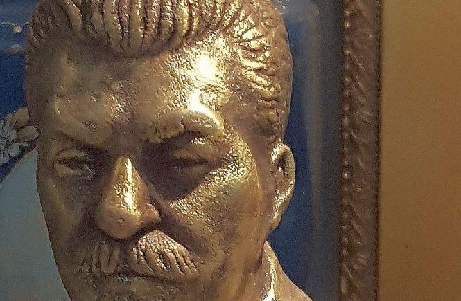 Terror als politisches Programm - Briefbeschwerder mit Stalin-Kopf (Ausschnitt)
