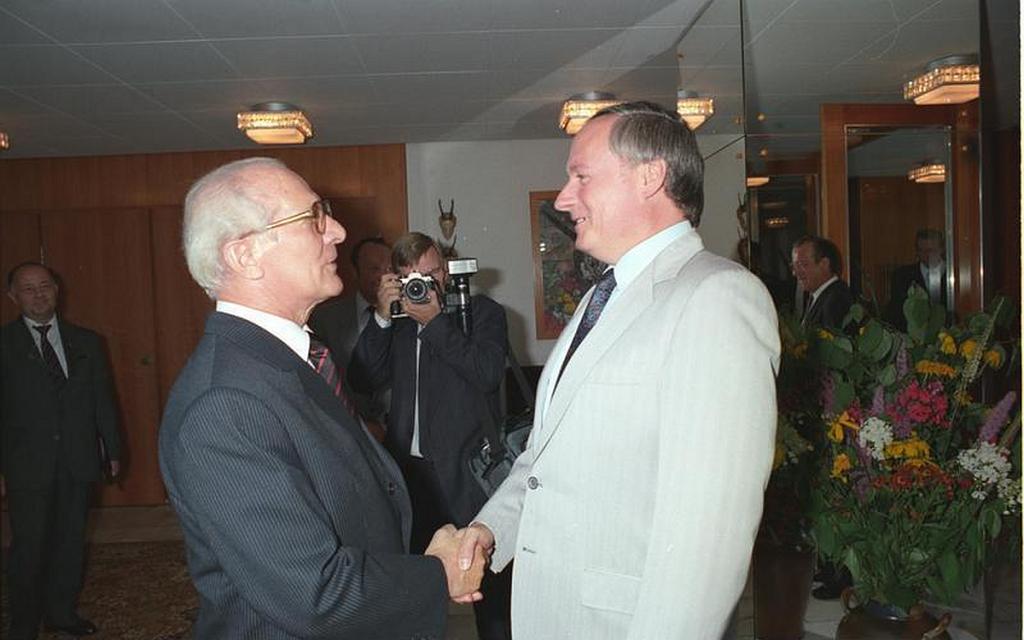 Erich Honecker empfängt Oskar Lafontaine 1988 auf dem Jagdschloss Hubertusstock