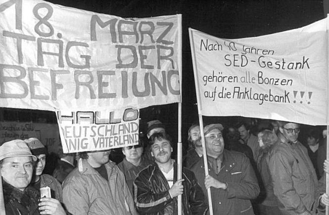 Montagsdemonstration am 29. Januar 1990 in Leipzig: Rund 100.000 Menschen demonstrierten auf dem Karl-Marx-Platz
