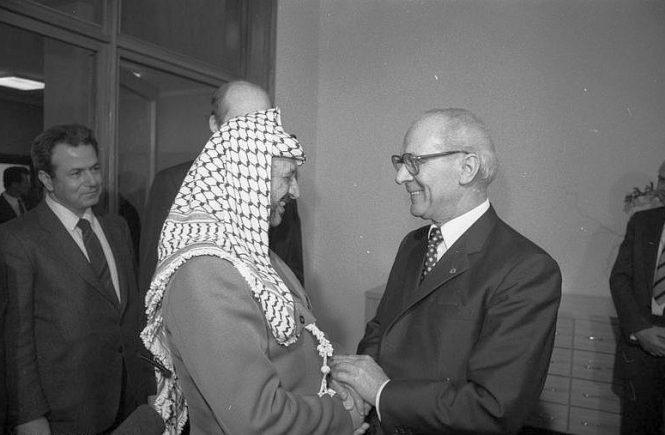 PLO-Chef Jassir Arafat bei Staats- und Parteichef Erich Honecker am zweiten Tag seines offiziellen Freundschaftsbesuchs in der DDR im März 1982