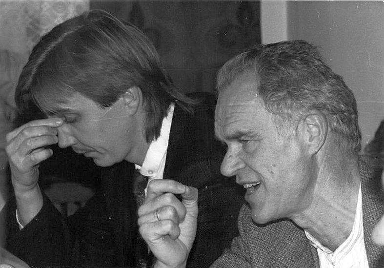 Reichste Partei Deutschlands - PDS-Schatzmeister Dietmar Bartsch (l.) bei einer Pressekonferenz Ende 1990